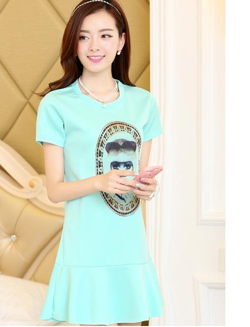 ชุดเดรสสั้นแฟชั่นเกาหลี มินิเดรสสีเขียว พิมพ์ลายหน้าผู้หญิงเก๋ๆ เป็นชุดเดรสลำลองให้ลุคสวยหวาน น่ารัก