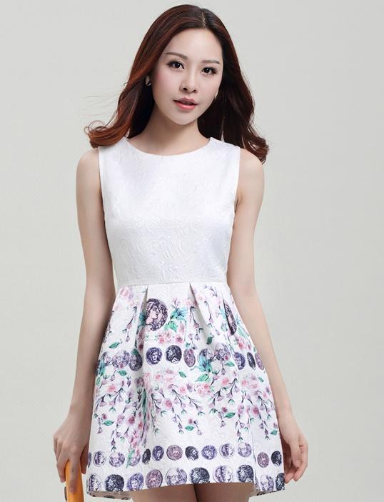 ชุดทำงานสวยๆราคาถูก ชุดแซกกระโปรงใส่ทำงาน สีขาว ช่วงบนสีขาว กระโปรงลายดอกซากุระหวานๆ ผ้าคอลตอลอัดลายดอกไม้ ซิปหลัง ,