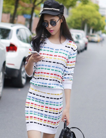 ชุดเดรสแฟชั่นสไตล์เกาหลีสวยๆ ชุดเซ็ดแยกชิ้นสีขาว เสื้อแขนยาว , กระโปรงสั้นเข้ารูป ผ้าไหมพรม เนื้อผ้ายืดได้