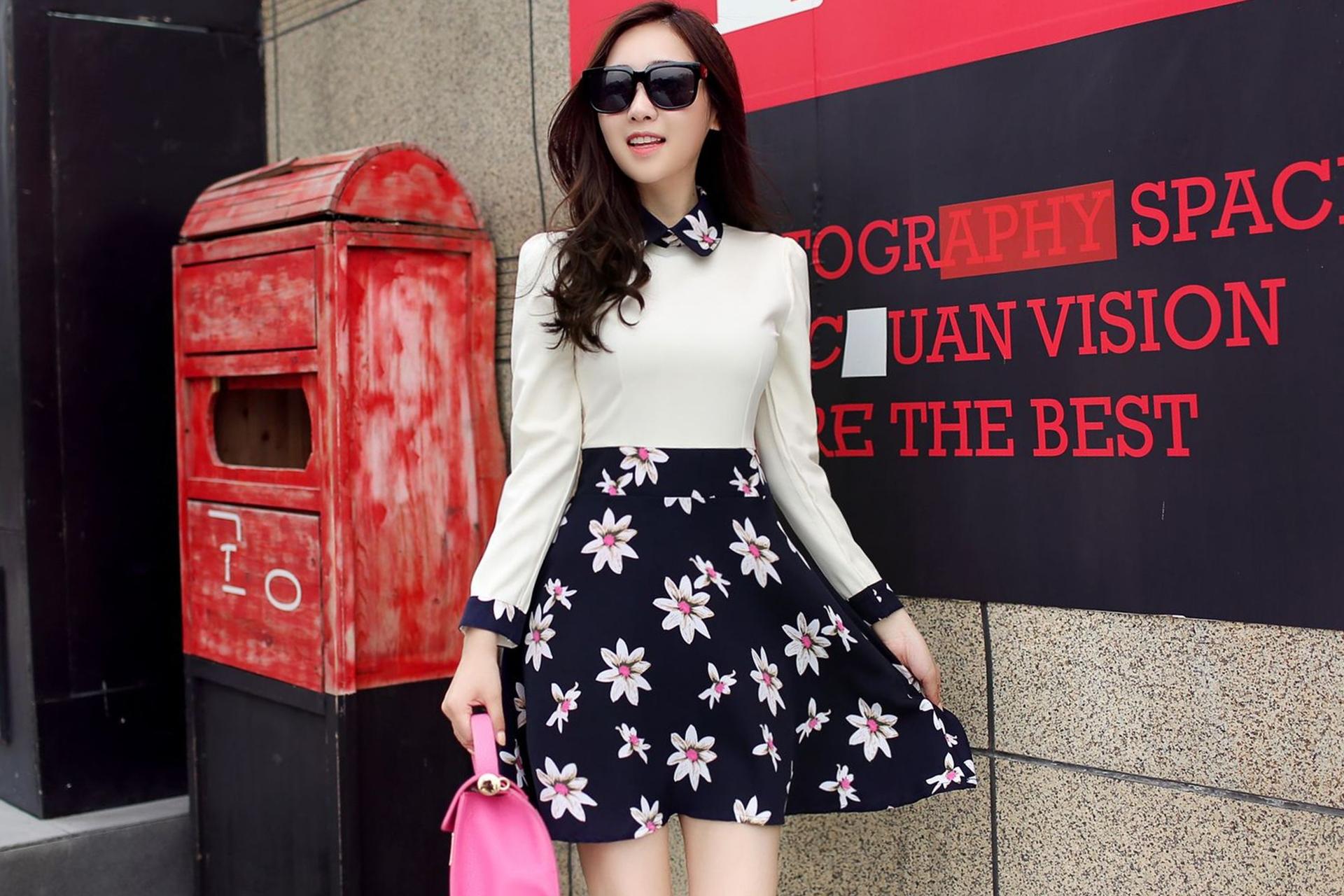 ชุดเดรสสั้นลายดอกไม้ ชุดเดรสสั้นลายดอกไม้ โทนสีครีม-กรมท่า สวยหวาน น่ารักๆสไตล์เกาหลี
