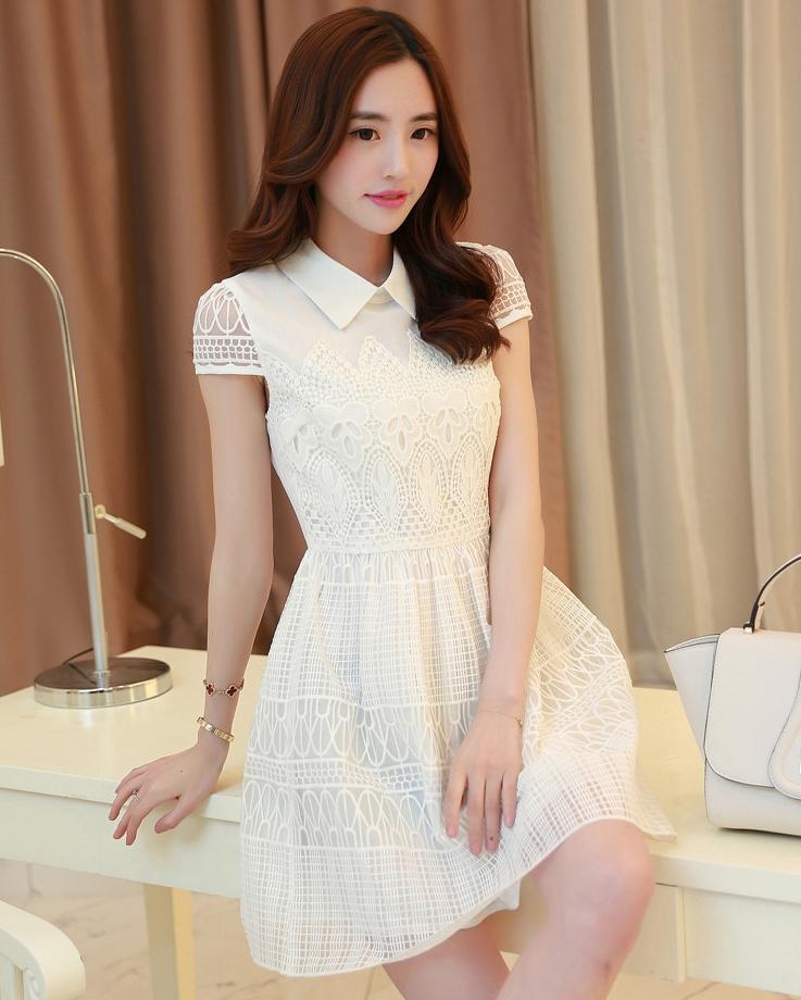 ชุดเดรสสั้นสีขาวสวยหวานสไตล์เกาหลี ผ้าลูกไม้ คอปก มีแขน