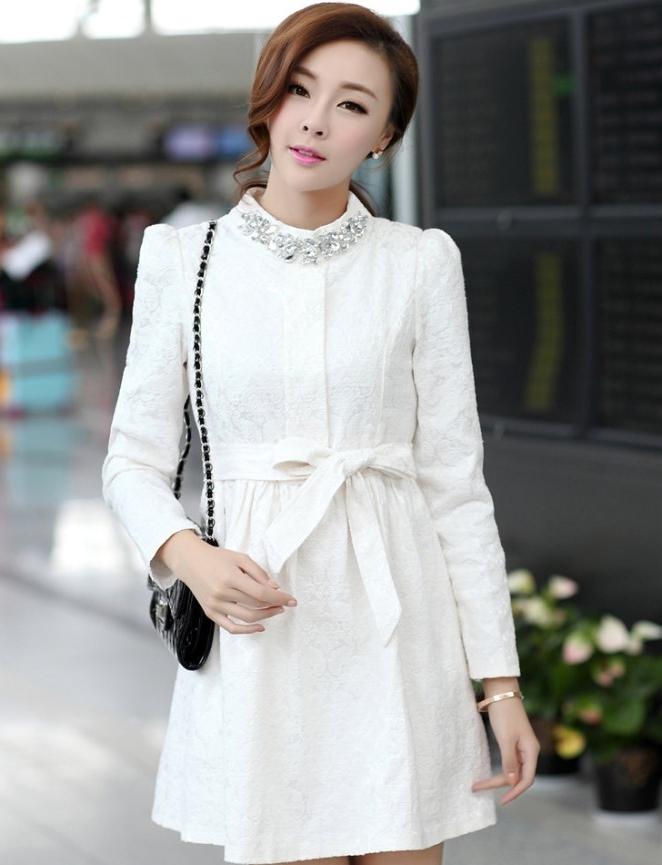 ชุดทำงานแฟชั่นเกาหลีสวยๆ มินิเดรสน่ารัก เดรสสั้น แขนยาว สีขาว คอประดับคริลตัล ( S M L XL )