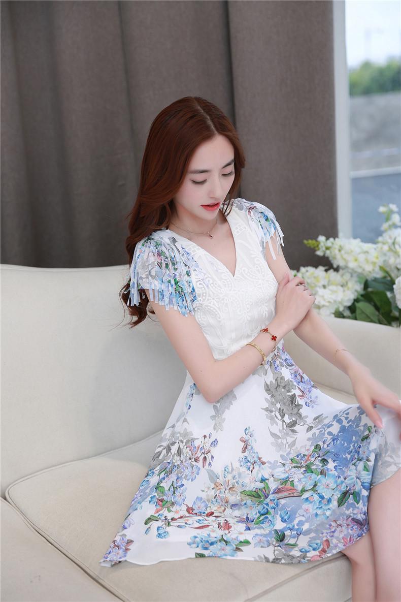 ชุดเดรสทำงานสีขาวผ้าลูกไม้ ตัดต่อกระโปรงลายดอกไม้ แขนแต่งด้วยพู่สวยเก๋ ลุคสาวออฟฟิศสวยหวาน เรียบร้อย ดูดี