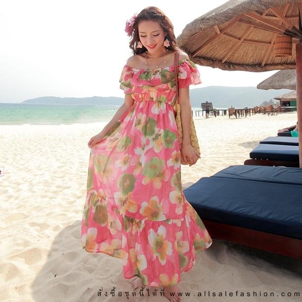 ชุดเดรสยาวใส่เที่ยวทะเลสวยๆ โทนสีชมพูพีช เปิดไหล่ ลายดอกไม้น่ารักๆ ผ้าชีฟองสวมใส่สบาย