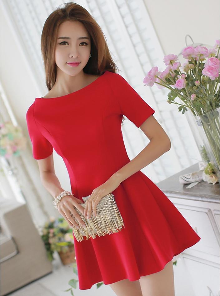 ชุดเดรสทำงานสีแดง แขนสั้น เอวเข้ารูป ซิปหลัง กระโปรงบาน สวยหวาน