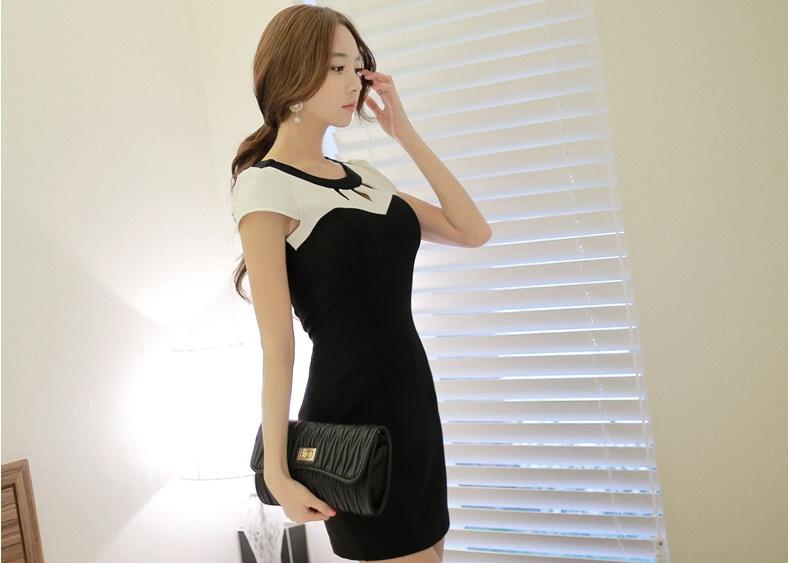 ชุดเดรสสั้นสีดำเรียบๆ น่ารักๆ สไตล์เกาหลี สีดำ แขนสั้น ช่วงไหล่สีขาว คอฉลุลายเก๋ๆ ทรงเข้ารูป