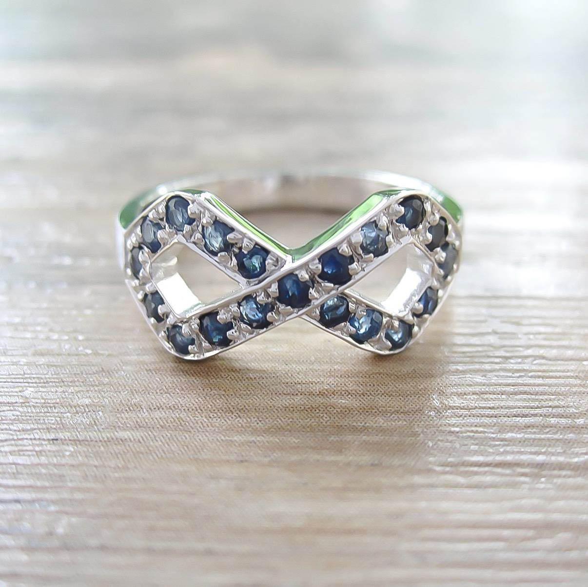 แหวน Blue Sapphire Sterling Silver สี Rhodium รุ่น Infinite