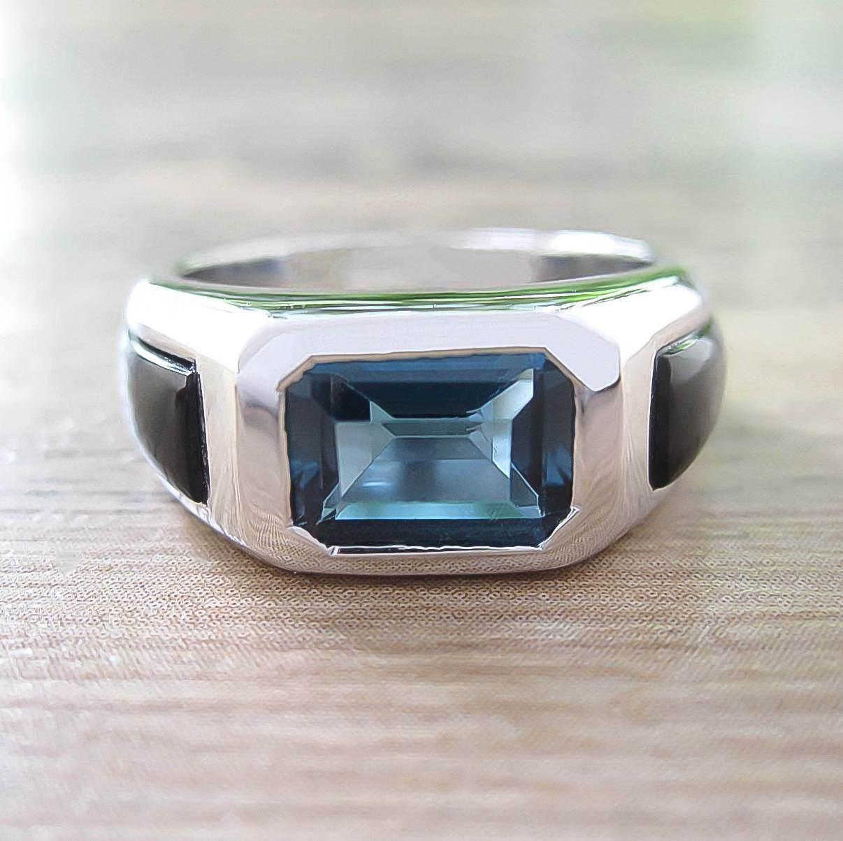 แหวน London Blue Topaz + Black Onyx Sterling Silver สี Rhodium รุ่น Majestic