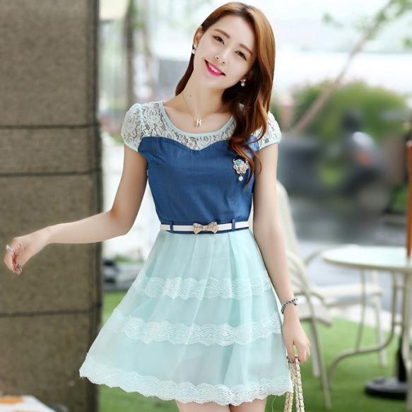ชุดเดรสสั้นแฟชั่นเกาหลี สีฟ้า เสื้อแต่งเป็นผ้ายีนส์เย็บต่อด้วยกระโปรงผ้าแก้ว เป็นชุดเดรสแนวหวานน่ารัก สวย เรียบร้อย ดูดี ( S M L XL )