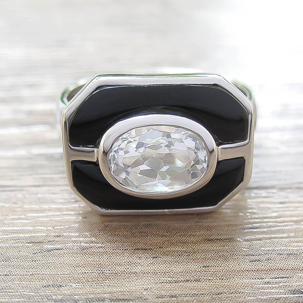 แหวน White Topaz + Black Onyx Sterling Silver สี Rhodium รุ่น Charming