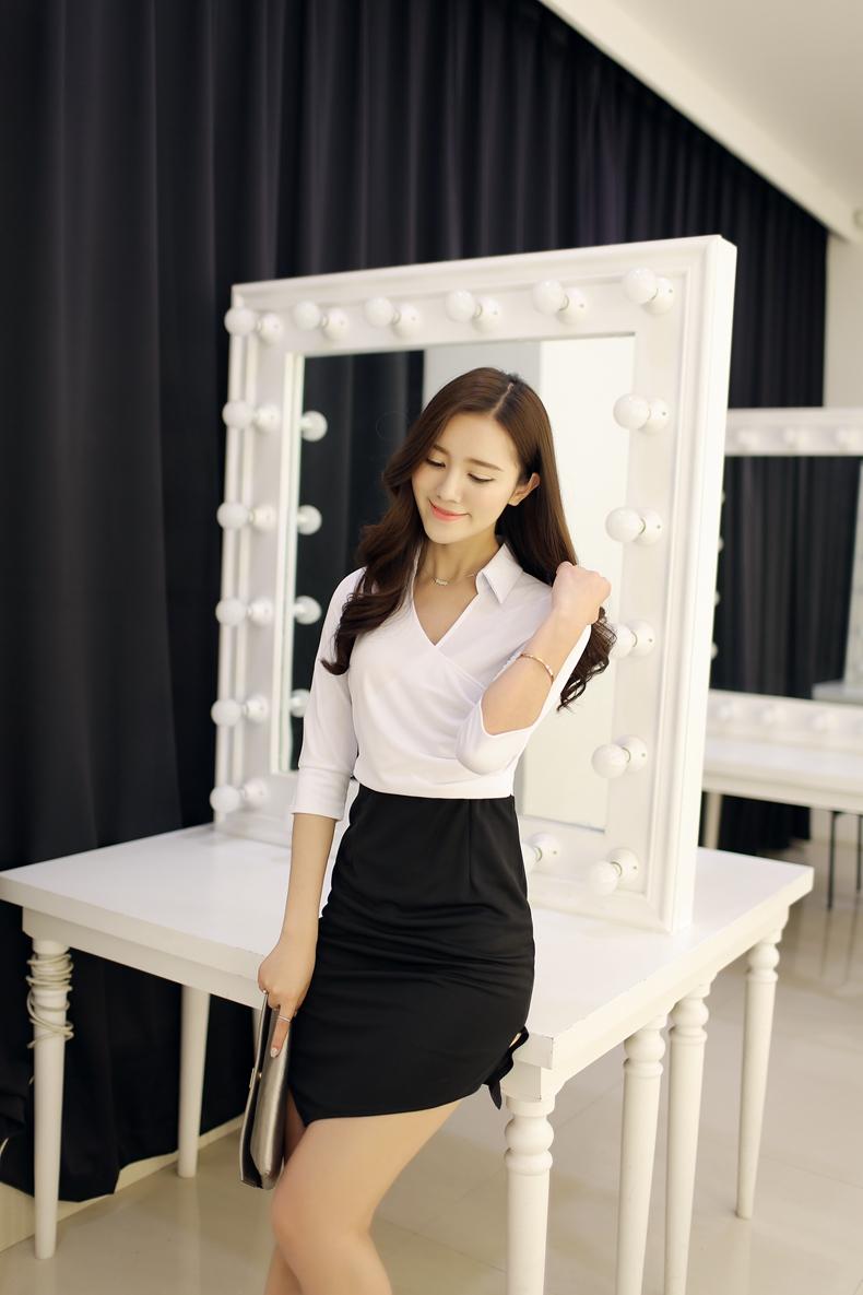 ชุดเดรสทำงานสีขาว แขนสั้น คอปก กระโปรงเข้ารูปเย็บสีดำ สวยหรู