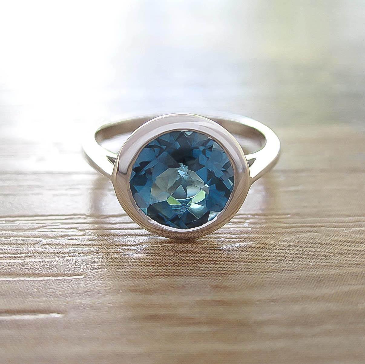 แหวน London Blue Topaz Sterling Silver สี Rhodium รุ่น Dashing