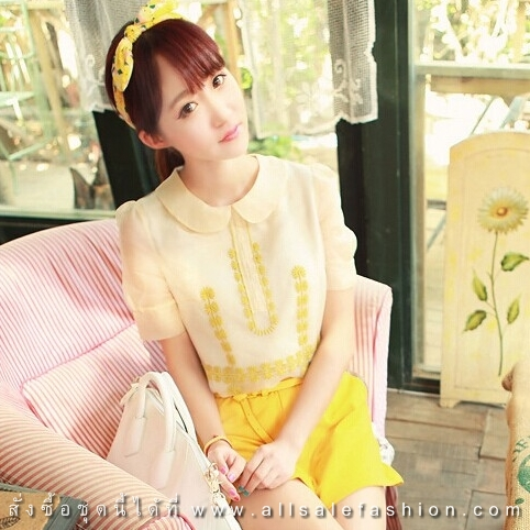 ชุดเสื้อ-กางเกงโทนสีเหลือง ขาว เสื้อสีครีมคอปกแขนสั้น + กางเกงขาสั้นสีเหลือง