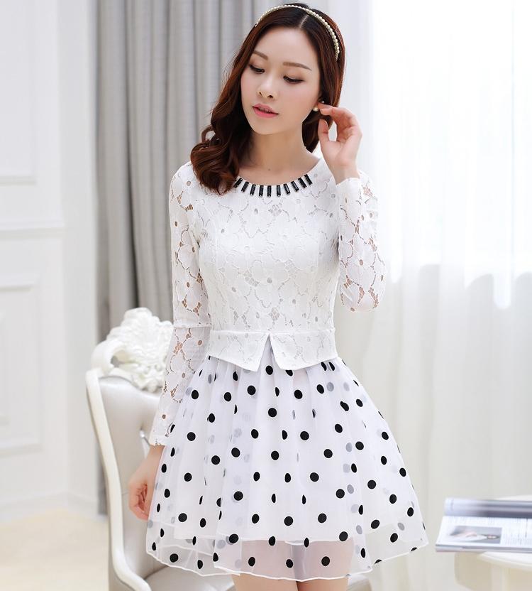 ชุดเดรสทำงานสีขาว เสื้อลูกไม้แขนยาวเย็บต่อด้วยกระโปรงลายจุด สวยๆ