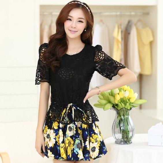 ชุดเดรสสั้นลายดอกไม้ เสื้อผ้าลูกไม้สีดำ เย็บต่อด้วยกระโปรงสั้นลายดอกไม้สีเหลือง เป็นชุดเดรสแฟชั่นน่ารักๆ สไตล์เกาหลี ( S,M,L,XL,)