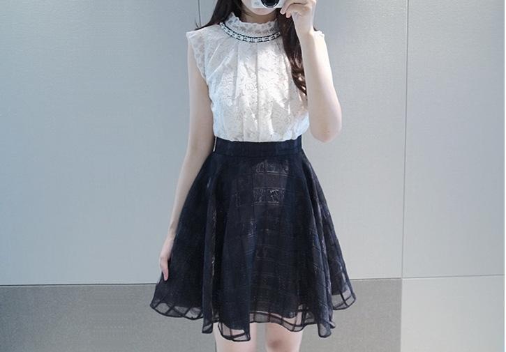 ชุดเดรสแฟชั่นสไตส์เกาหลีมินิเดรสน่ารัก ชุดแซกกระโปรงสั้น เสื้อผ้าลูกไม้สีดำเย็บต่อด้วยกระโปรงสีขาวผ้าแก้ว มีซิปหลัง คอประดับลูกปักสีมุก ( S,M,L,XL,XXL)