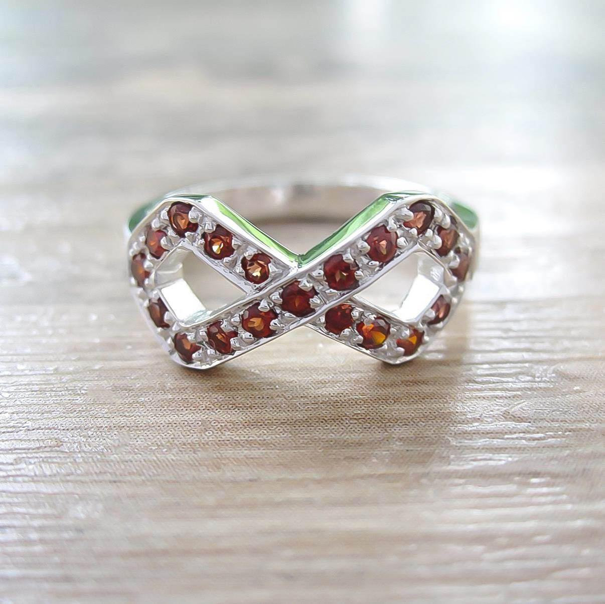 แหวน Garnet Sterling Silver สี Rhodium รุ่น Infinite