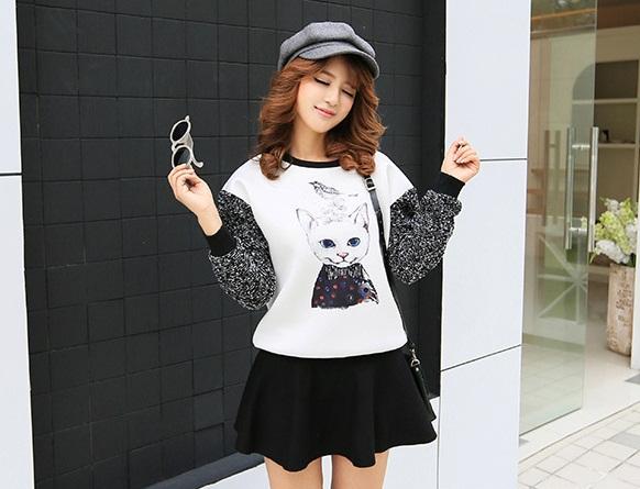 เสื้อกันหนาวแฟชั่นเกาหลี แขนยาว ลำตัวสีขาวพิมพ์ลายแมวน่ารักๆ แขนยาวจั๊มปลาย น่ารัก