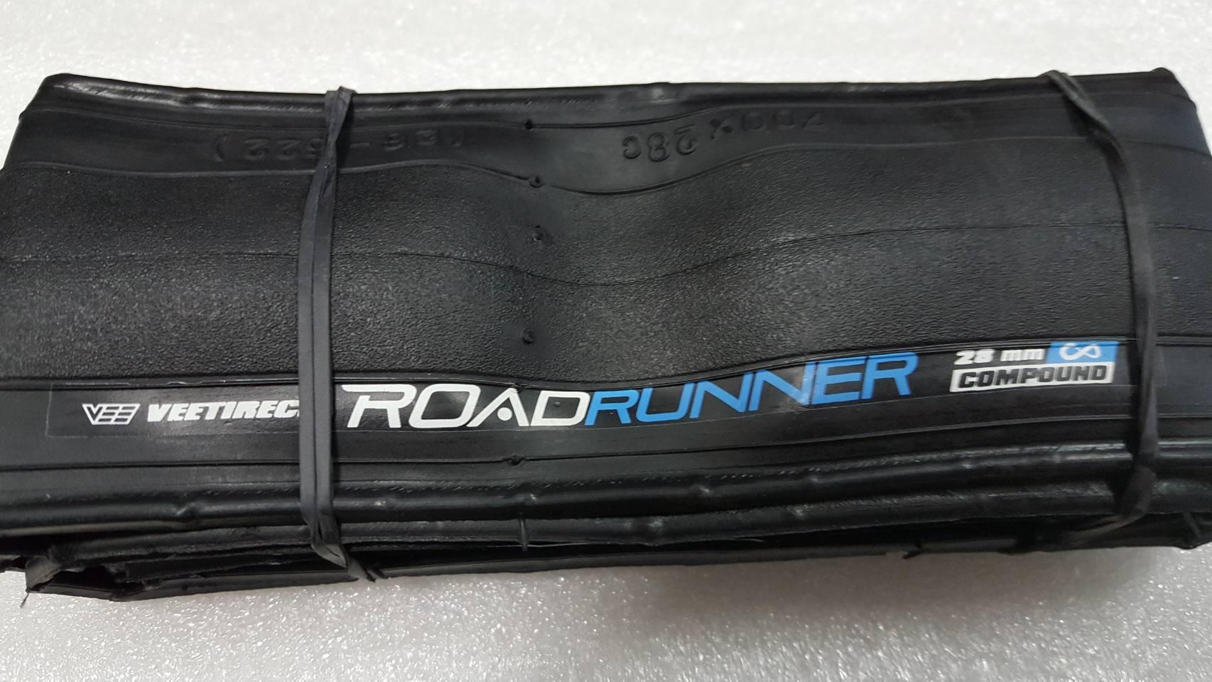 ยางนอกเสือหมอบ Vee Tireco รุ่น Road Runner 700x28 พุ่ง เกาะถนนมั่นใจ ทนทาน มีกันหนามในเนื้อยาง เส้นใย 90 TPI