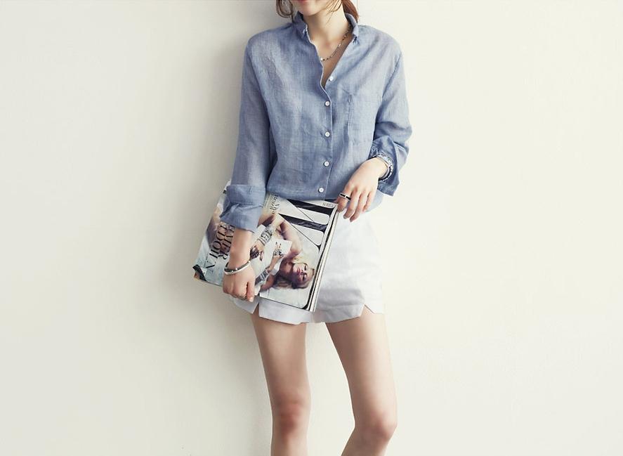 เสื้อทำงานแฟชั่นสไตล์เกาหลีสวยๆ เสื้อเชิ้ตใส่ทำงาน สีเทาอ่อน แขนยาว ผ้าฝ้าย คอปก กระดุมผ่าหน้า เนื้อผ้าบางเบาสวมใส่สบาย แต่งกระเป๋าหน้าที่หน้าอกข้างซ้าย