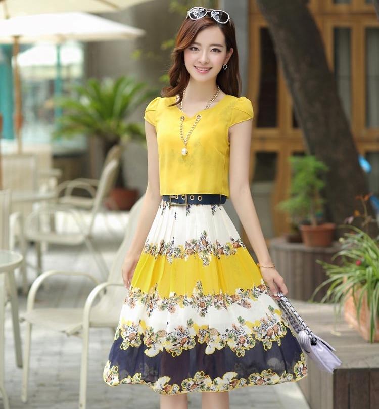 ชุดเดรสยาวสีเหลือง กระโปรงพิมพ์ลายดอกไม้ ผ้าชีอง เสื้อแขนสั้น คอกลม แนวหวาน