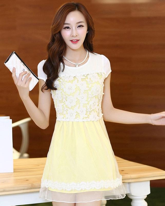 ชุดเดรสน่ารักสีเหลือง ชุดแซกกระโปรงสั้น คอกลม แขนสั้น ช่วงบนจะเป็นผ้าลูกไม้ กระโปรงผ้าชีฟองผสมผ้าใยแก้ว เป็นชุดออกงาน ไปงานแต่งงาน ,S M L XL