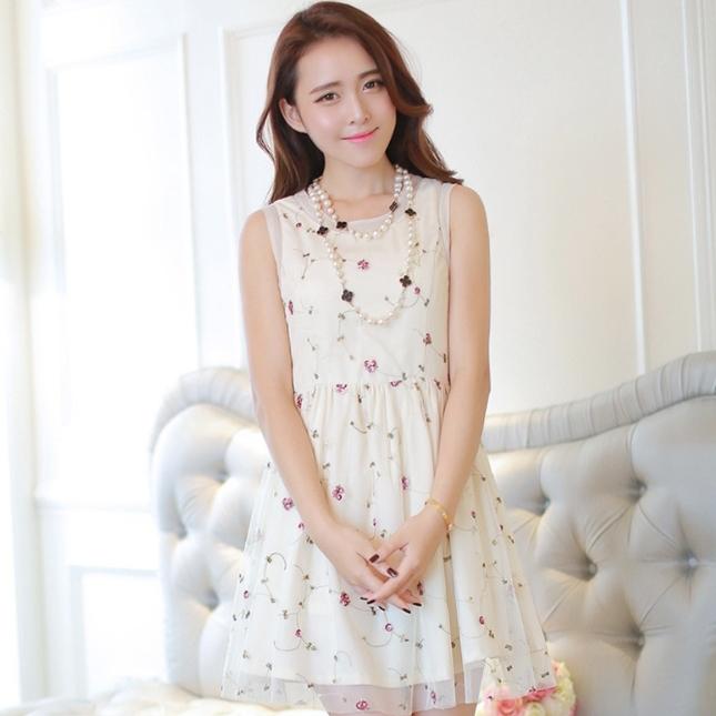 ชุดเดรสสั้นแฟชั่นเกาหลี สีเบจ ผ้าตาข่ายปักลายดอกไม้เเล็กๆ น่ารักๆ เป็นชุดเดรสสวยหวาน น่ารัก ดูเรียบร้อย สามารถใส่ออกงาน ไปงานแต่งงานได้ ( S M L )