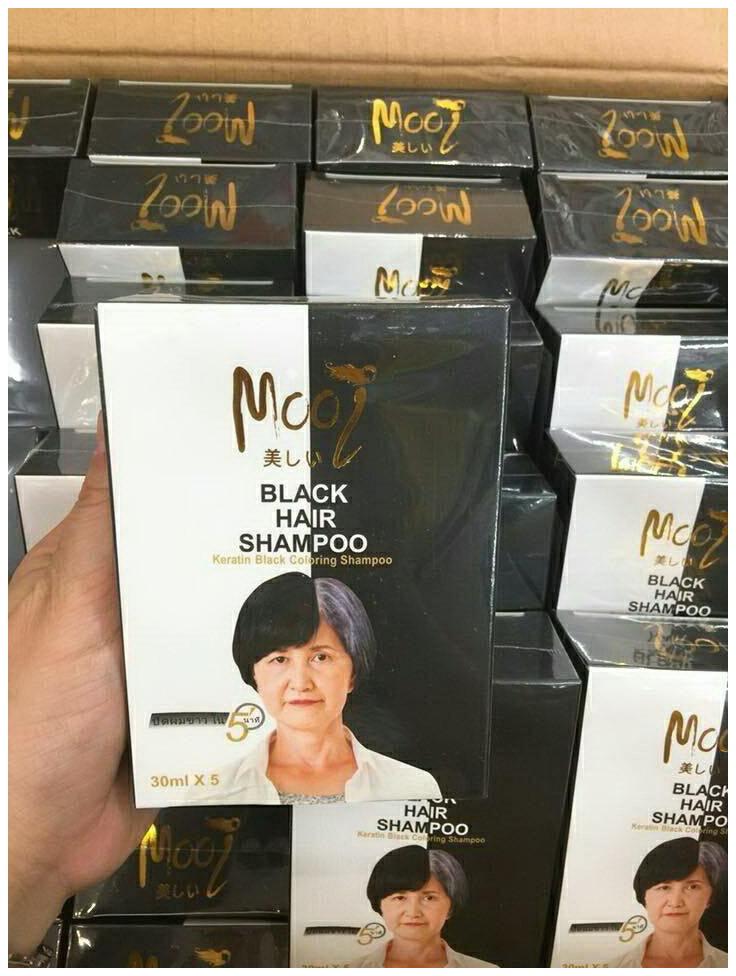 Mooi Black Hair Shampoo แชมพูผมดำ โมอิ เคราติน แบลค คัลเลอร์ริ่ง ราคา 3 กล่อง กล่องละ 280 บาท/6 กล่อง กล่องละ 270 บาท/12 กล่อง กล่องละ 260 บาท/24 กล่อง กล่องละ 250 บาท ขายส่งเครื่องสำอาง ขายส่งอาหารเสริม ขายส่งสินค้ากระแสความงาม ของแท้ ปลีก-ส่ง