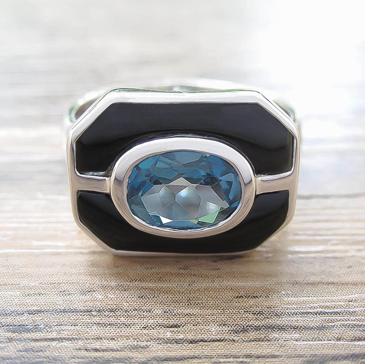 แหวน London Blue Topaz + Black Onyx Sterling Silver สี Rhodium รุ่น Charming