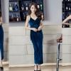 ชุดออกงานสีน้ำเงินแนวเซ็กซี่ ผ้าสักหลาด สายเดี่ยว กระโปรงผ่าหน้า