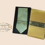 ของพรีเมี่ยมเนคไทผ้าไหม (เขียวอ่อน) พร้อมกล่องผ้าไหม ขนาด 4 x 53 นิ้ว