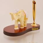 ของพรีเมี่ยม ที่เสียบปากกา ช้างประดับเพชร ขนาดกว้าง 12.5 ซม. สูง 10.0 ซม.