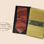 ของพรีเมี่ยมเนคไทผ้าไหม (น้ำตาลแดง) พร้อมกล่องผ้าไหม ขนาด 4 x 53 นิ้ว