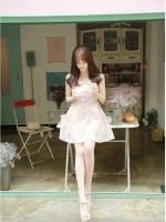 ชุดเดรสสั้นเกาหลีน่ารัก เดรสสั้นลูกไม้สีชมพูอ่อนลายดอกไม้ คอกลม แขนกุด