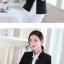 เสื้อสูททำงานผู้หญิงสีดำ แขนยาว ปลายแขนแถบสีขาว ทรงสวย ลุคเรียบๆ สวย ดูดี เรียบร้อย thumbnail 2