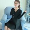ชุดเดรสสีดำ คอวีแต่งสร้อยคอรูปสามเหลี่ยม แขนยาว กระโปรงสั้นทรงบาน สวยน่ารักๆ S-XXL