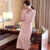 ชุดเดรสสีชมพู ผ้าลูกไม้ แขนยาว ปลายกระโปรงแต่งระบาย แนวสวยๆ เรียบหรู ดูดี เป็นชุดใส่ออกงาน ไปงานแต่งงาน ราคาถูก