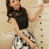 ชุดเดรสสั้นแฟชั่นสไตล์เกาหลี มินิเดรสน่ารักๆ ชุดเซ็ท 2 ชิ้น เสื้อสีดำผ้าชีฟองเนื้อผ้ามัน ช่วงไหล่แต่งเป็นผ้าลูกไม้เก๋ๆ กระโปรงผ้าแก้วพิมพ์ลายดอกไม้ ซิปหลัง