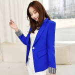 เสื้อสูททำงานผู้หญิงสีน้ำเงิน คอปก แขนยาวพับปลายเสื้อลายทางขาวสลับดำ ราคาถูก