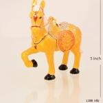 ของที่ระลึก ม้าพร้อมกล่องผ้าไหม ขนาดกว้าง 5 นิ้ว สูง 5 นิ้ว