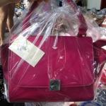 กระเป๋าแฟชั้น สีชมพูดบานเย็น ขนาด size 8 นิ้ว 590 บาท พร้อมส่งค่ะ