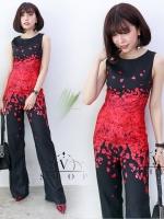 จั๊มสูทขายาวสีดำ พิมพ์ลายกลีบดอกกุหลาบแดง แนวสวยเก๋