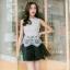 ชุดราตรีสั้น ชุดออกงาน ชุดเดรสแฟชั่นเกาหลี ชุดเดรสน่ารัก ชุดเดรสออกงาน ชุดเดรสสั้น เสื้อสีขาว แขนกุด เย็บติดกระโปรงสีดำ ( S,M,L,XL ) thumbnail 1