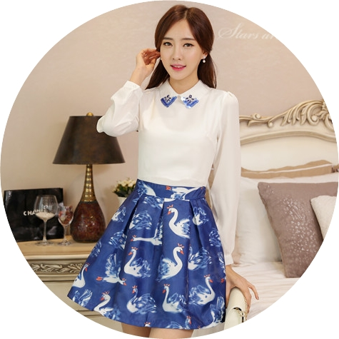 ชุดเดรสสั้นโทนสีฟ้าขาวสวยๆ สไตล์เกาหลี เสื้อเชิ้ตคอปกประดับคริสตัล แขนยาว เย็บต่อด้วยกระโปรงสีน้ำเงินพิมพ์ลายนกสวยเก๋ ใส่เที่ยว ใส่ทำงานได้