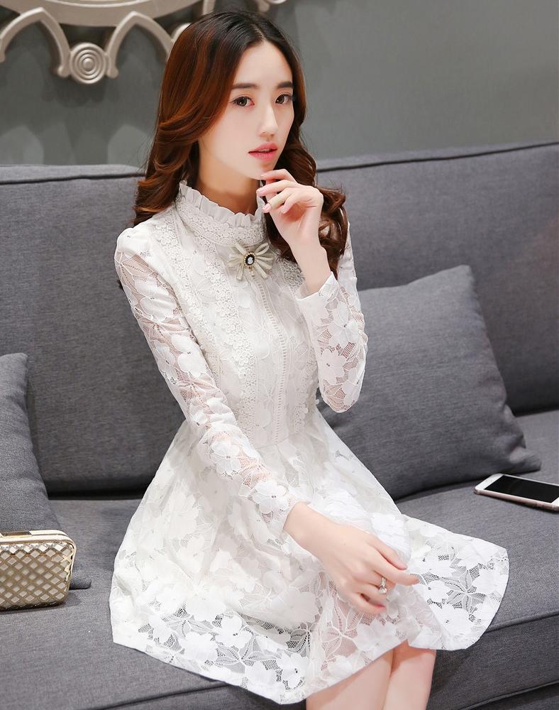 ชุดเดรสออกงาน ไปงานแต่งงานสีขาว ผ้าลูกไม้ คอแต่งระบาย แขนยาว แนวเกาหลี เรียบร้อยสวยหวาน