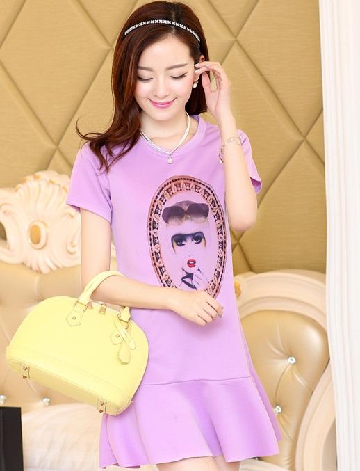 ชุดเดรสสั้นแฟชั่นเกาหลี มินิเดรสสีม่วง พิมพ์ลายหน้าผู้หญิงเก๋ๆ เป็นชุดเดรสลำลองให้ลุคสวยหวาน น่ารัก