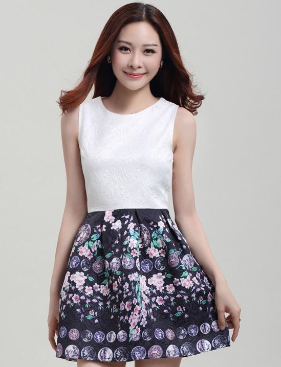 ชุดเดรสสวยๆราคาถูก ชุดแซกกระโปรงใส่ทำงาน สีดำ ช่วงบนสีขาว กระโปรงลายดอกซากุระหวานๆ ผ้าคอลตอลอัดลายดอกไม้ ซิปหลัง