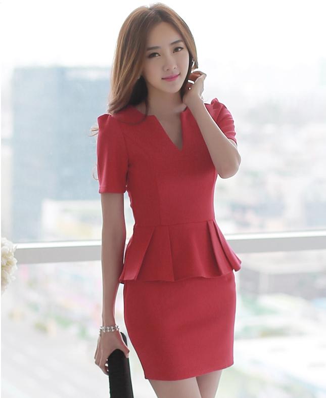 ชุดเดรสทำงานสีแดง แขนสั้น คอวี เอวเข้ารูป ตัวเสื้้อ เย็บระบาย สวยเก๋