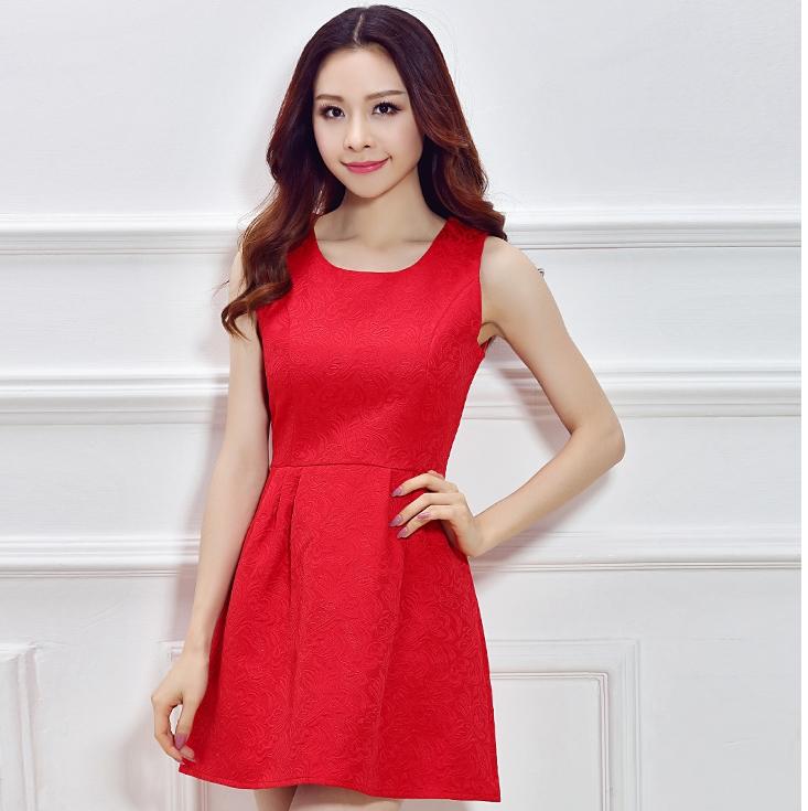 ชุดเดรสสั้นสีแดง แขนกุด สวยๆ เรียบๆ ดูดี