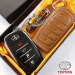 ซองหนังแท้ ใส่กุญแจรีโมทรถยนต์ All New Toyota Fortuner TRD/Camry Hybrid 2015-17 รุ่นหนังนิ่ม 4 ปุ่ม โลโก้-เงิน สีน้ำตาล